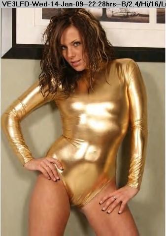 090114222710-shiny_dolls_gold.jpg